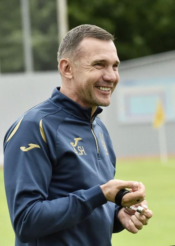 Sgevchenko tươi cười