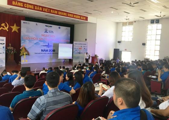 Hàng ngàn thanh niên tham gia Ngày hội Văn hóa an toàn hàng không ảnh 1
