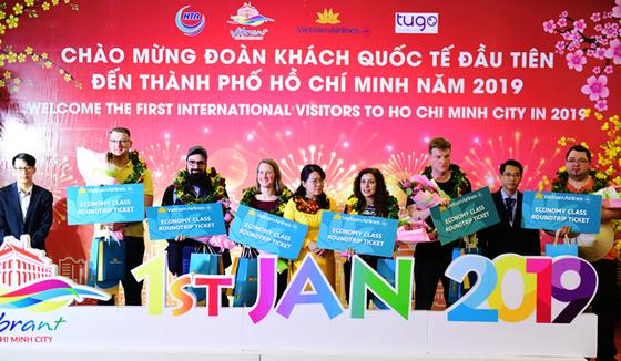 """Đoàn khách quốc tế đầu tiên """"xông đất"""" TPHCM năm mới 2019 ảnh 1"""