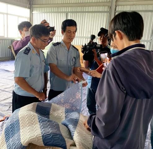 Liên tiếp phát hiện hàng giả mạo xuất xứ Việt Nam ảnh 1