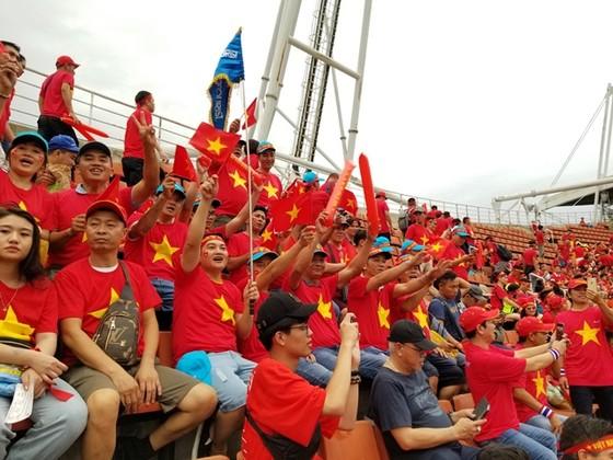 Sôi động tour đi Thái Lan cổ vũ đội tuyển bóng đá U23 Việt Nam ảnh 1