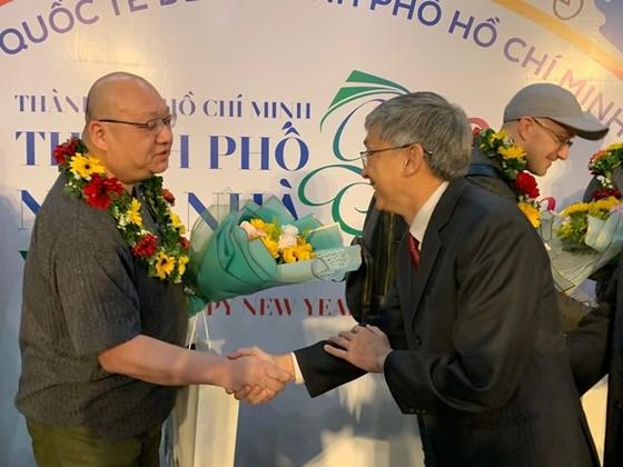 TPHCM đón những vị khách quốc tế đầu tiên 'xông đất' năm 2020 ảnh 2
