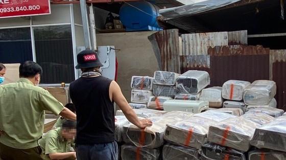 Phát hiện kho chứa trữ hàng trăm máy lạnh nhập lậu ảnh 1