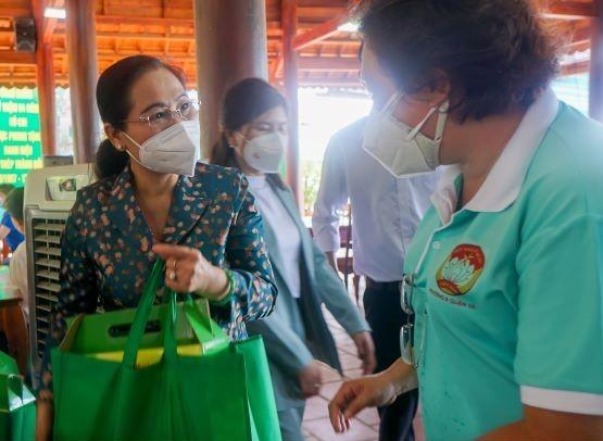 Chủ tịch HĐND TPHCM Nguyễn Thị Lệ: 'Lực lượng tuyến đầu phác họa bức tranh đẹp giữa đời thường' ảnh 3