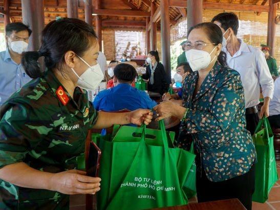 Chủ tịch HĐND TPHCM Nguyễn Thị Lệ: 'Lực lượng tuyến đầu phác họa bức tranh đẹp giữa đời thường' ảnh 2