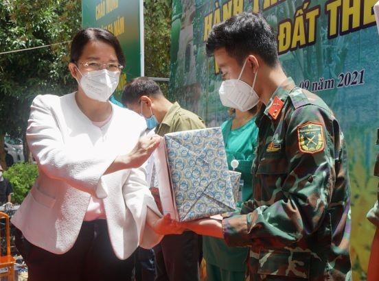 Chủ tịch HĐND TPHCM Nguyễn Thị Lệ: 'Lực lượng tuyến đầu phác họa bức tranh đẹp giữa đời thường' ảnh 6
