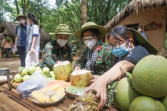 Chủ tịch HĐND TPHCM Nguyễn Thị Lệ: 'Lực lượng tuyến đầu phác họa bức tranh đẹp giữa đời thường' ảnh 5