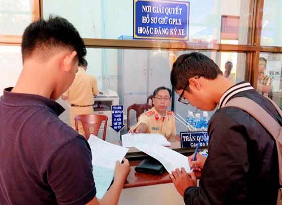 Người dân TPHCM không cần đến cơ quan công quyền, thủ tục hành chính vẫn xong ảnh 2