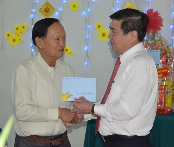 Chủ tịch UBND TPHCM chúc tết các chức sắc tôn giáo, nhân sĩ trí thức ảnh 2