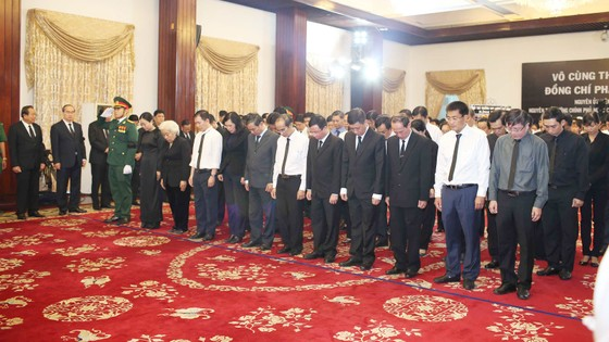 Ngày thứ hai cử hành lễ viếng nguyên Thủ tướng Phan Văn Khải ảnh 13