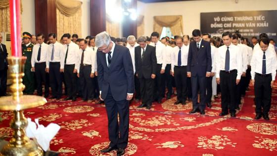 Ngày thứ hai cử hành lễ viếng nguyên Thủ tướng Phan Văn Khải ảnh 14