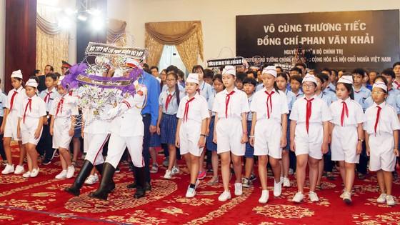 Ngày thứ hai cử hành lễ viếng nguyên Thủ tướng Phan Văn Khải ảnh 28