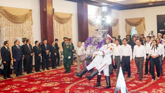 Ngày thứ hai cử hành lễ viếng nguyên Thủ tướng Phan Văn Khải ảnh 15