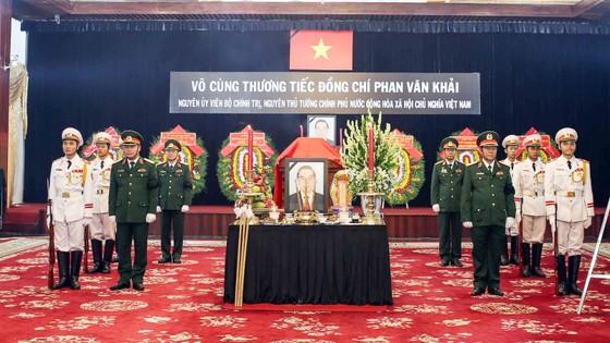 Ngày thứ hai cử hành lễ viếng nguyên Thủ tướng Phan Văn Khải ảnh 7
