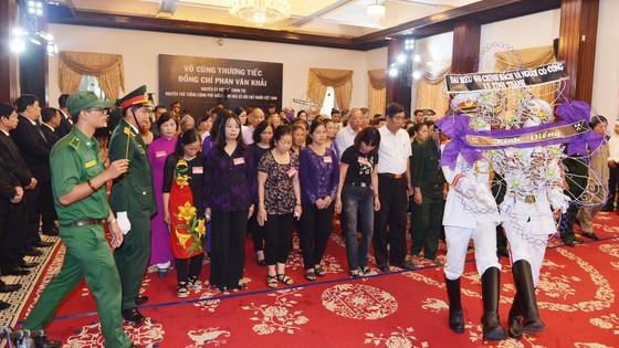 Ngày thứ hai cử hành lễ viếng nguyên Thủ tướng Phan Văn Khải ảnh 9