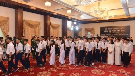 Ngày thứ hai cử hành lễ viếng nguyên Thủ tướng Phan Văn Khải ảnh 23