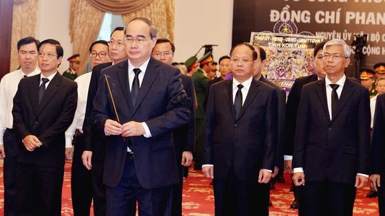 Ngày thứ hai cử hành lễ viếng nguyên Thủ tướng Phan Văn Khải ảnh 2