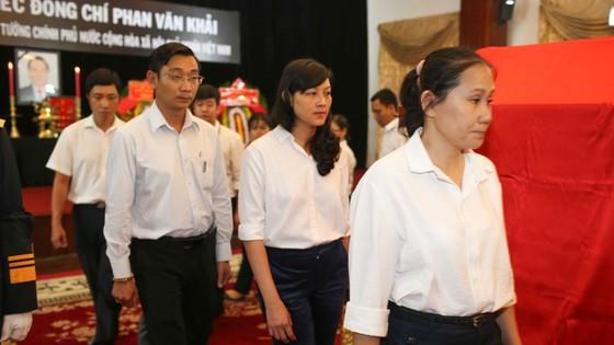 Ngày thứ hai cử hành lễ viếng nguyên Thủ tướng Phan Văn Khải ảnh 27