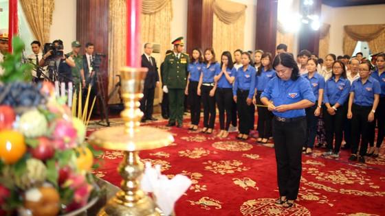 Ngày thứ hai cử hành lễ viếng nguyên Thủ tướng Phan Văn Khải ảnh 18