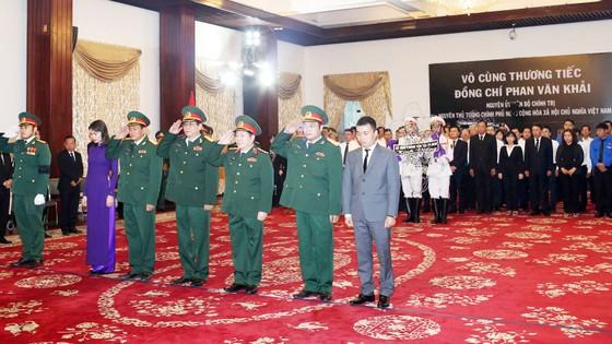 Ngày thứ hai cử hành lễ viếng nguyên Thủ tướng Phan Văn Khải ảnh 17