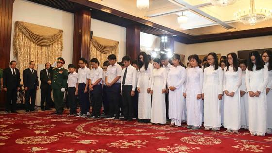 Ngày thứ hai cử hành lễ viếng nguyên Thủ tướng Phan Văn Khải ảnh 19
