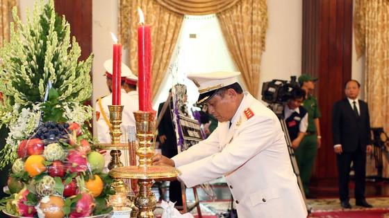 Ngày thứ hai cử hành lễ viếng nguyên Thủ tướng Phan Văn Khải ảnh 26