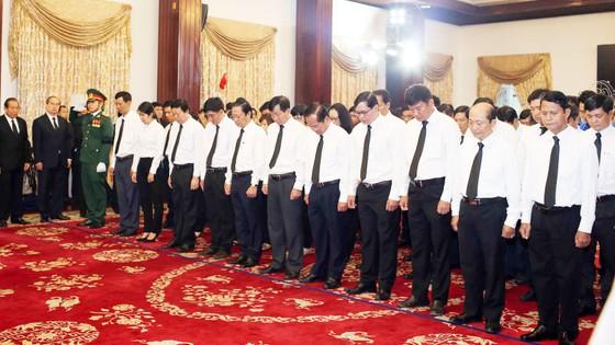 Ngày thứ hai cử hành lễ viếng nguyên Thủ tướng Phan Văn Khải ảnh 21