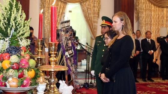 Nhiều đoàn ngoại giao đến viếng nguyên Thủ tướng Phan Văn Khải ảnh 19