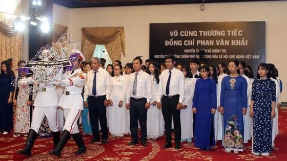 Ngày thứ hai cử hành lễ viếng nguyên Thủ tướng Phan Văn Khải ảnh 29