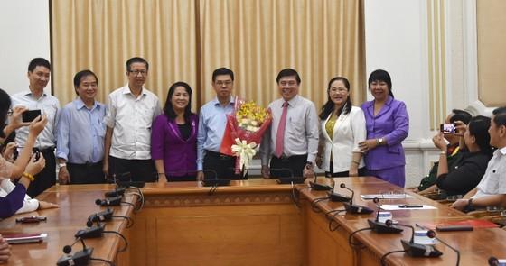 Chủ tịch UBND TPHCM Nguyễn Thành Phong trao quyết định điều động, bổ nhiệm nhiều cán bộ ảnh 3