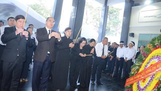 Bí thư Thành ủy TPHCM Nguyễn Thiện Nhân viếng Phó Chủ tịch UBND TPHCM Nguyễn Thị Thu ảnh 2