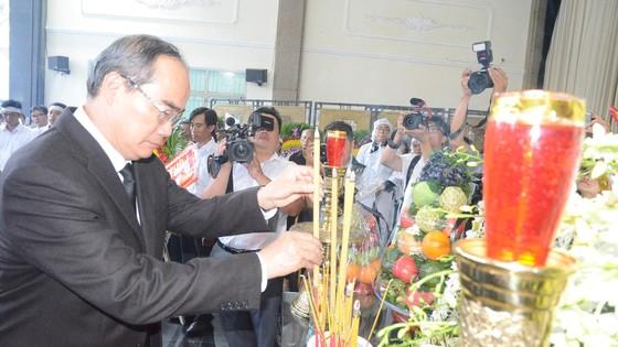 Bí thư Thành ủy TPHCM Nguyễn Thiện Nhân viếng Phó Chủ tịch UBND TPHCM Nguyễn Thị Thu ảnh 3