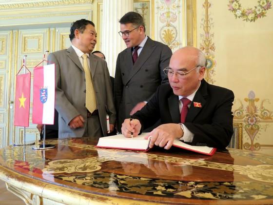Đoàn Đại biểu Quốc hội TPHCM chào xã giao Chủ tịch Quốc hội bang Hessen - Đức ảnh 3