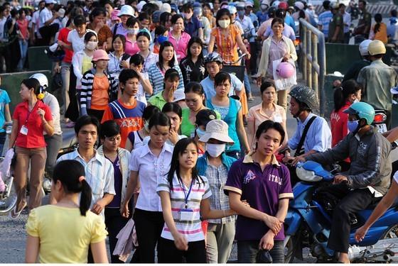 Nhiều quận, huyện ở TPHCM có dân số lớn hơn một tỉnh ảnh 1