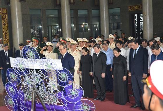 Bắt đầu lễ viếng đồng chí Trần Quốc Hương ảnh 9