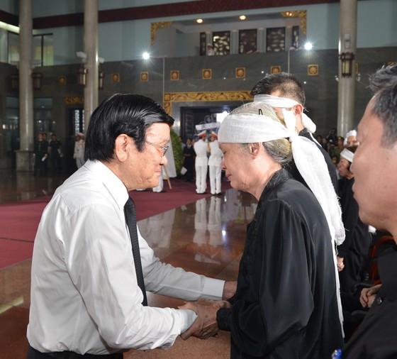 Bắt đầu lễ viếng đồng chí Trần Quốc Hương ảnh 6