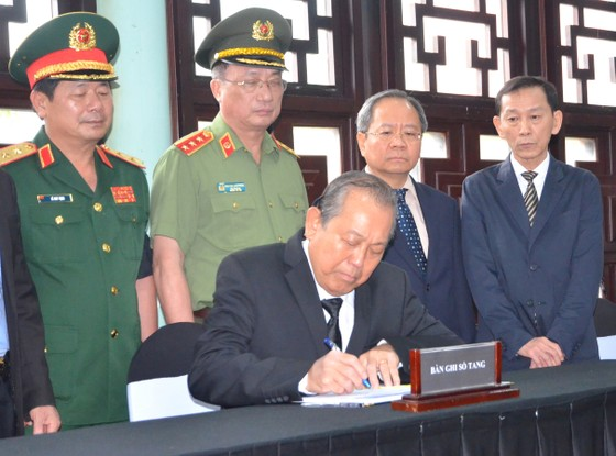 Phó Thủ tướng Thường trực Trương Hòa Bình thành kính viếng đồng chí Trần Quốc Hương ảnh 3