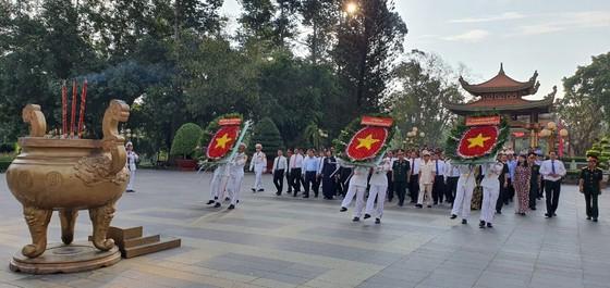 Lãnh đạo TPHCM dâng hương tưởng niệm các anh hùng liệt sĩ ảnh 3