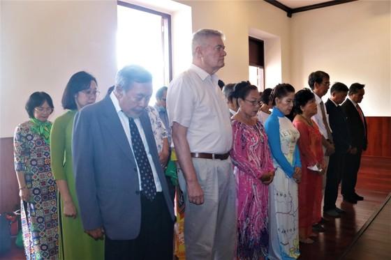Kiều bào dâng hương Chủ tịch Hồ Chí Minh nhân dịp Quốc khánh 2-9 ảnh 1
