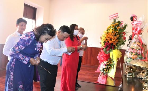 Kiều bào dâng hương Chủ tịch Hồ Chí Minh nhân dịp Quốc khánh 2-9 ảnh 2