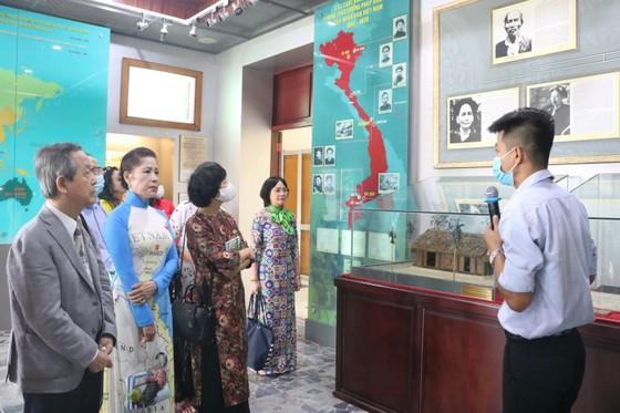 Kiều bào dâng hương Chủ tịch Hồ Chí Minh nhân dịp Quốc khánh 2-9 ảnh 3
