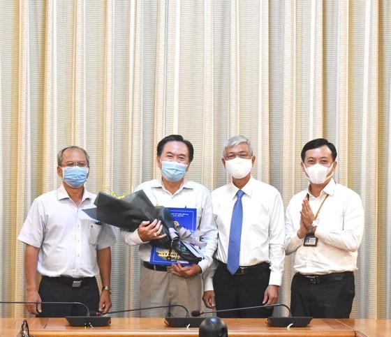 Phó Chủ tịch UBND TPHCM Võ Văn Hoan trao quyết định cán bộ  ảnh 2