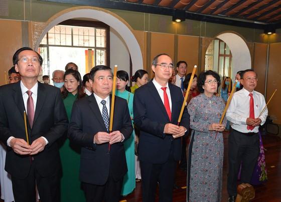 Lãnh đạo TPHCM dâng hương tưởng niệm Chủ tịch Hồ Chí Minh, Chủ tịch Tôn Đức Thắng ảnh 4