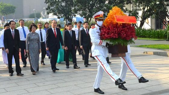 Lãnh đạo TPHCM dâng hương tưởng niệm Chủ tịch Hồ Chí Minh, Chủ tịch Tôn Đức Thắng ảnh 5