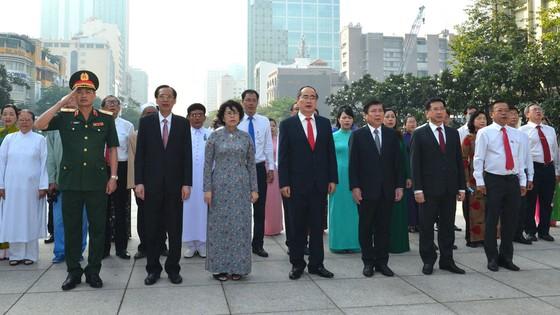Lãnh đạo TPHCM dâng hương tưởng niệm Chủ tịch Hồ Chí Minh, Chủ tịch Tôn Đức Thắng ảnh 7