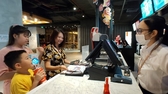 Sở LĐTB-XH TPHCM đề nghị hỗ trợ 27.500 người làm tại quán bar, karaoke, gym bị ảnh hưởng bởi dịch Covid-19 ảnh 1