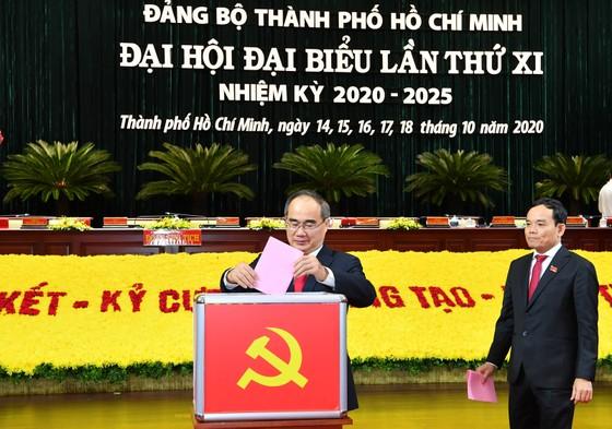 Bỏ phiếu bầu Ban Chấp hành Đảng bộ TPHCM khóa XI ảnh 1