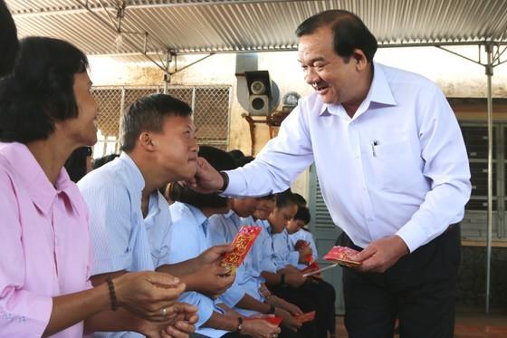 Đề xuất chi gần 813 tỷ đồng tặng người dân TPHCM ăn Tết Tân Sửu 2021 ảnh 2