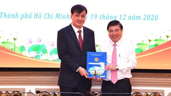 Đồng chí Phan Thị Thắng và Lê Hòa Bình nhận quyết định phê chuẩn chức vụ Phó Chủ tịch UBND TPHCM ảnh 2