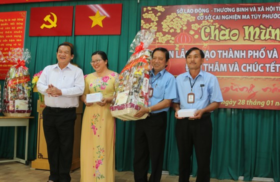 Đoàn lãnh đạo TPHCM chúc tết Cơ sở cai nghiện ma túy Phước Bình ảnh 2